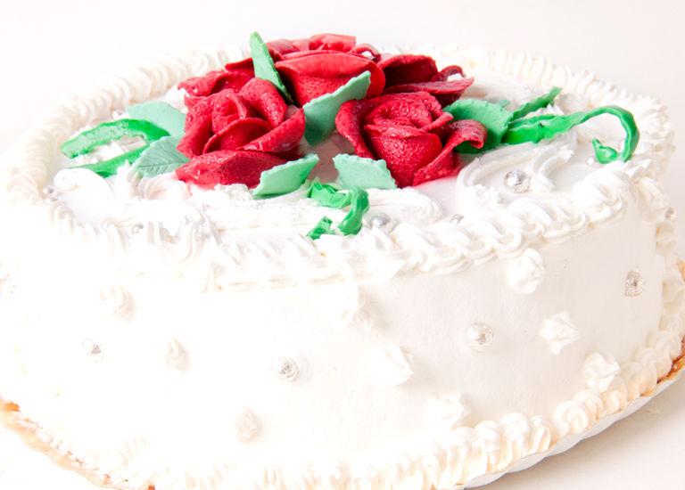 Tort aniversar trandafiri