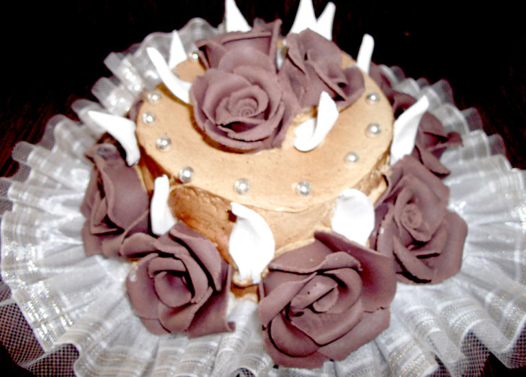Tort ciocolata trandafiri