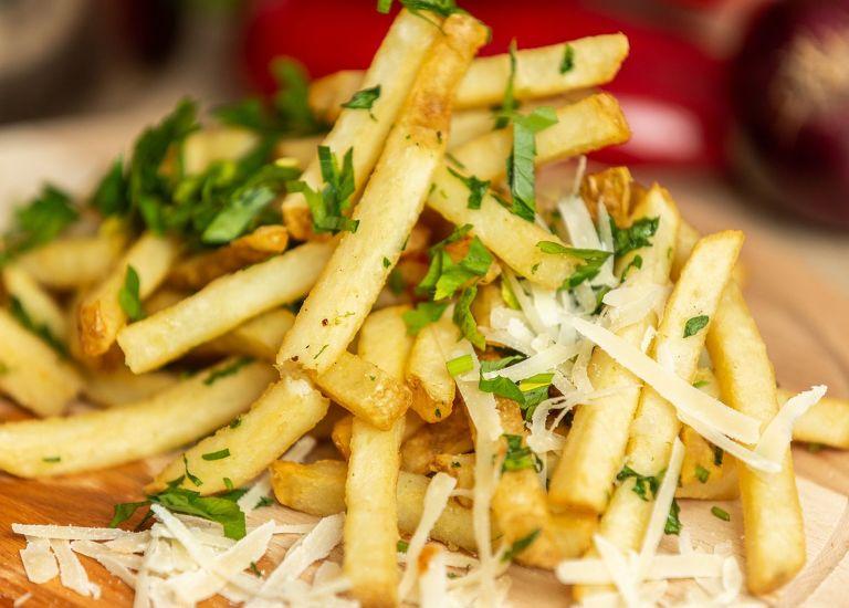 Cartofi cu usturoi si parmezan